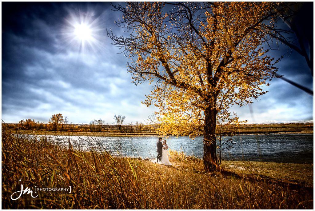 151011_4051-Calgary-Wedding-Photographers-Bow-River-JM_Photography-Jeremy-Martel
