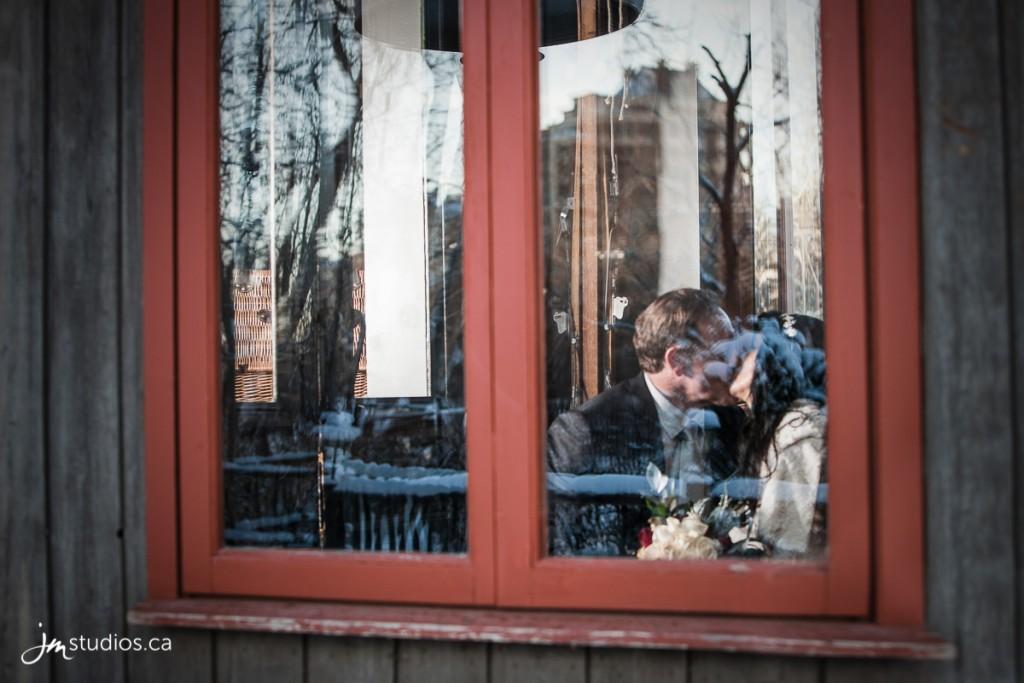 151229_6438-Calgary-Wedding-Photographers-Reviews-River-Cafe-Princes-Island-Park-JM_Photography