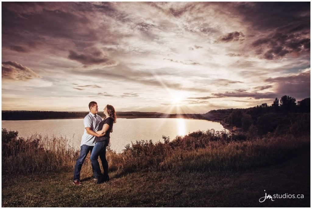 160810_333-calgary-engagement-photographers-north-glenmore-park-jm_photography