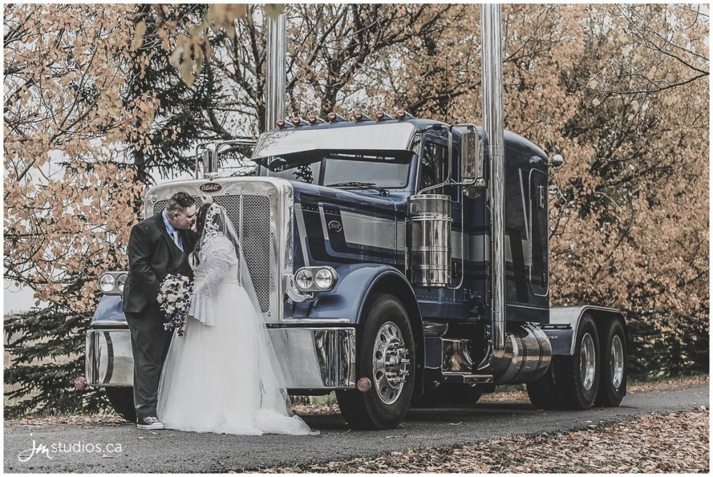 161001r_0903-calgary-wedding-photographer-peterbilt-trucks-jm_photography