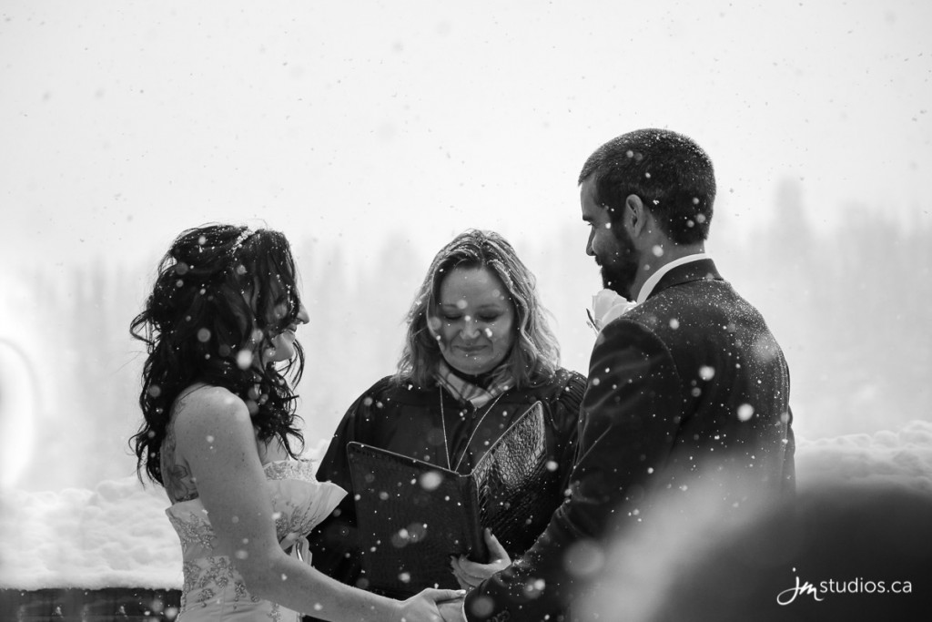 170216r_0499-Rocky-Mountain-Weddings-Sunshine-Mountain-Lodge-JM_Photography